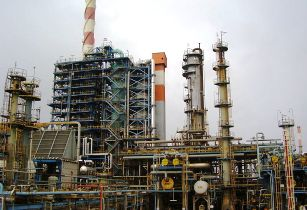 Refinery iraq-avishai teicher wikimedia commons