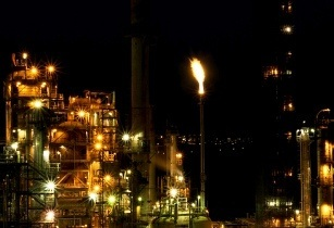 Refinery kuwait-RandyA38 flickr