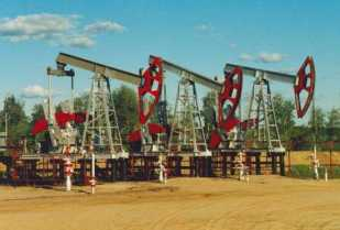 The West Qurna-2 oil field reached the target production level of 120,000 bpd on March 28. (Image source: OAO Lukoil)