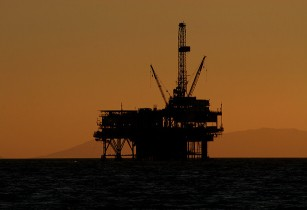 offshore rig Oil review middle east