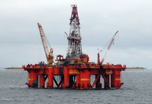 800px Oil platform in the North Sea