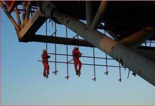 EG scaffs on oil rig2- harsco